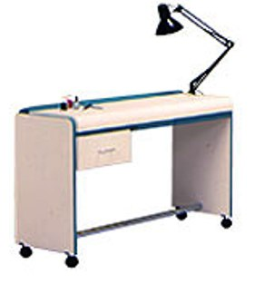"""Belvedere - Cosmos Manicure Table 36"""""""